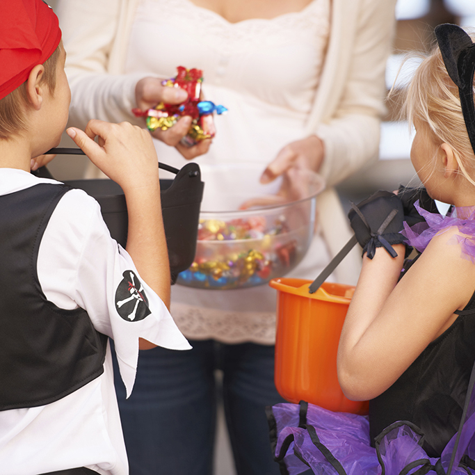 10 healthy halloween treats for trick or treaters